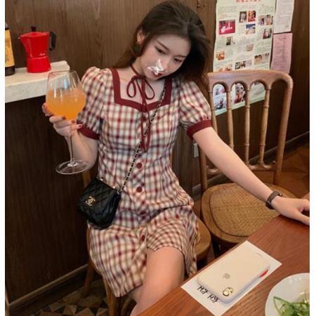 YF30993# 大码女装法式收腰显瘦优雅泡泡袖方领格子胖妹妹绑带气质连衣裙女